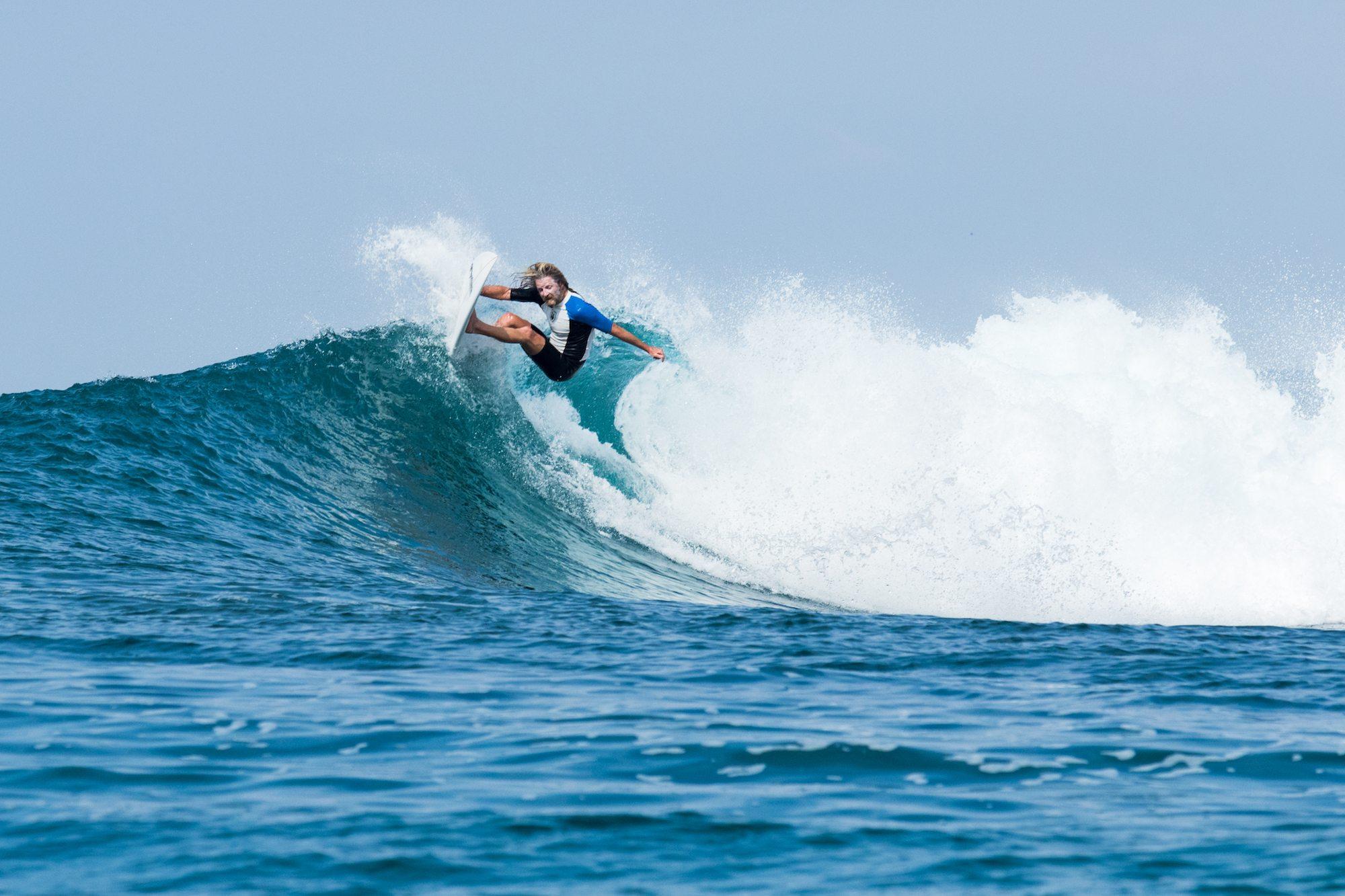 baz the peak surfer's stunt, surf banyak
