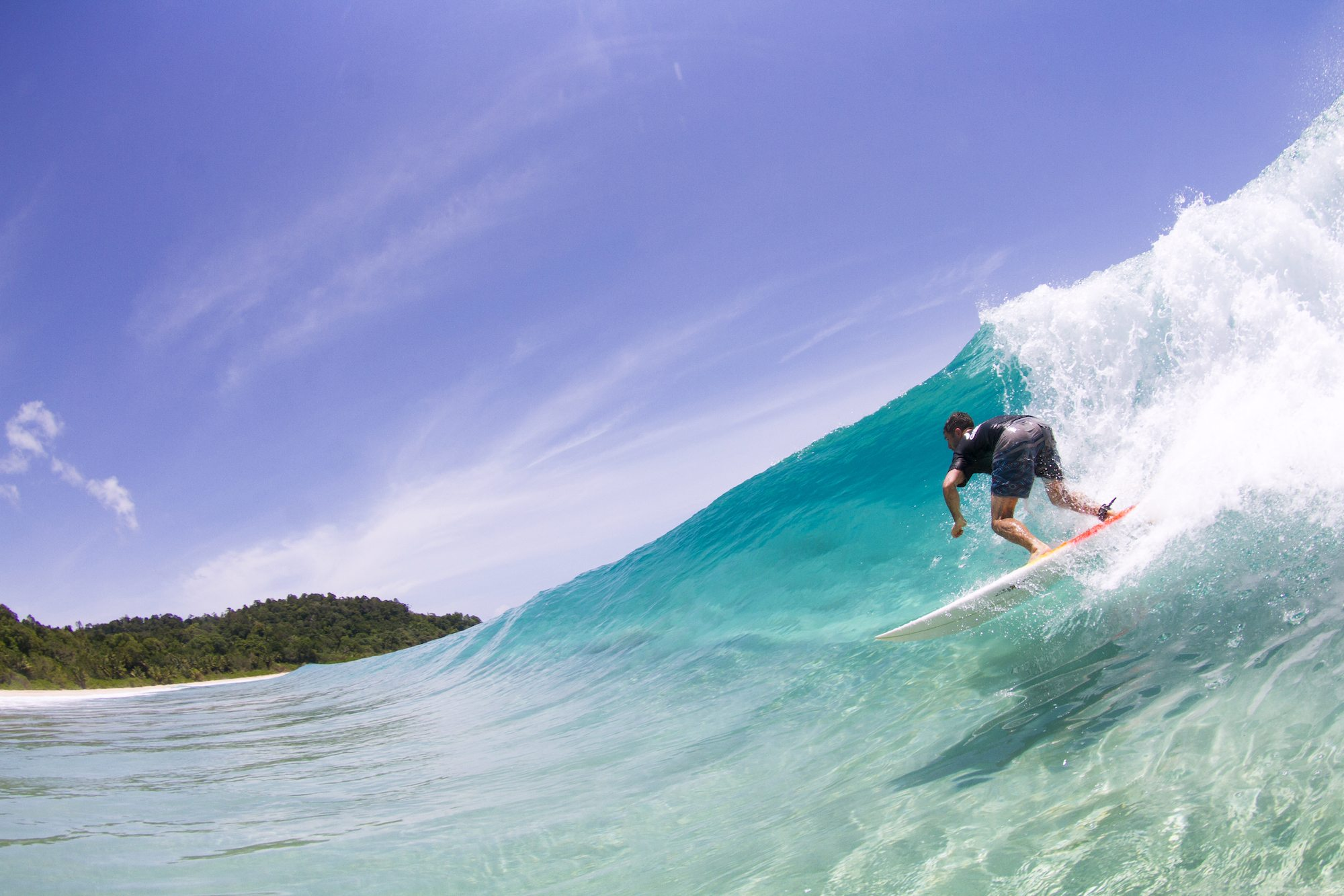 surfer in dumper wave, surf banyak