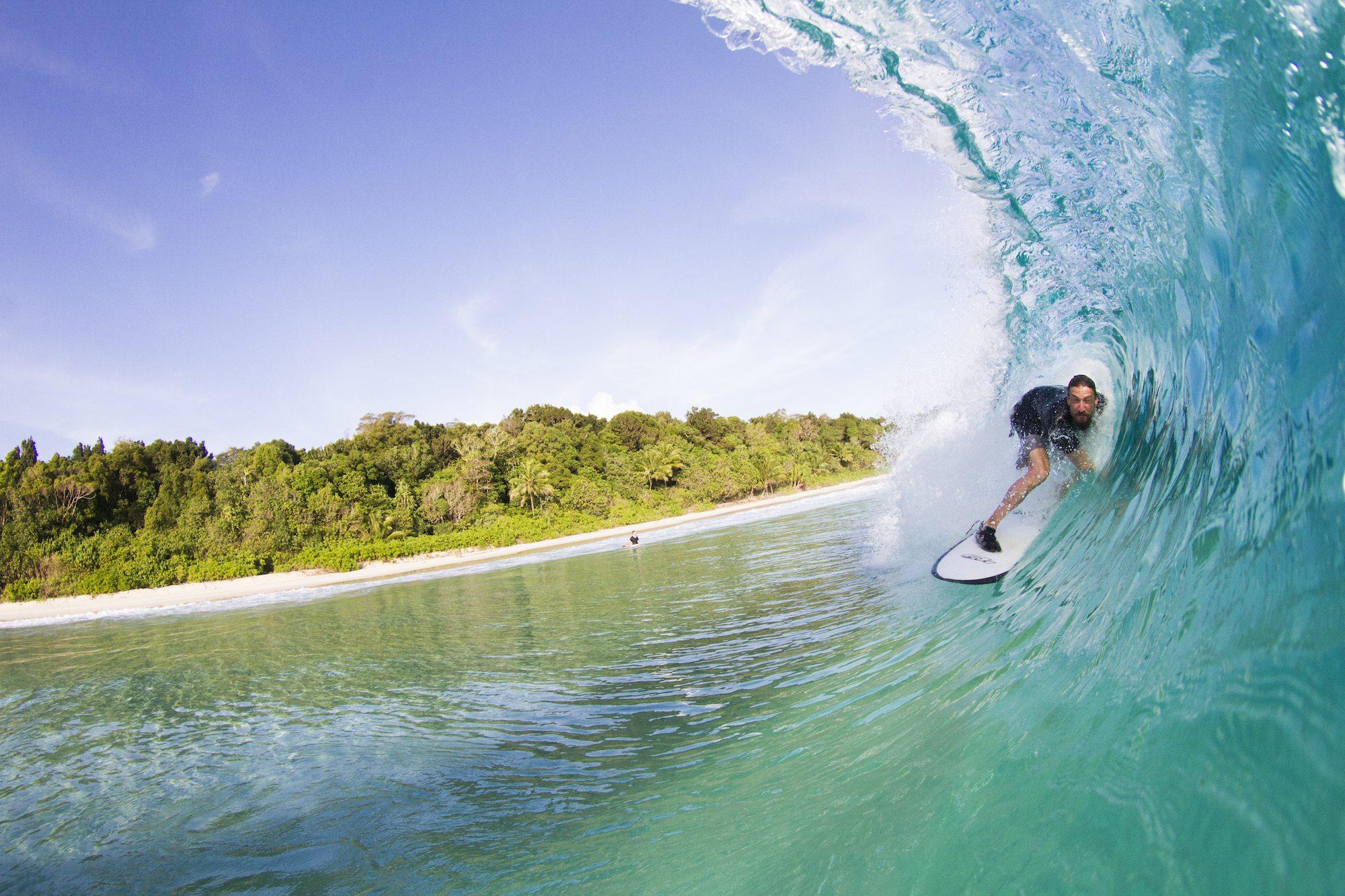 surfer surfs in dumpers waves, surf banyak