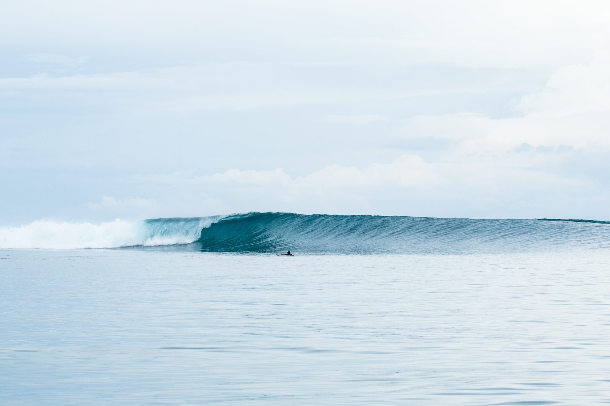 very nice plunging wave, surf banyak