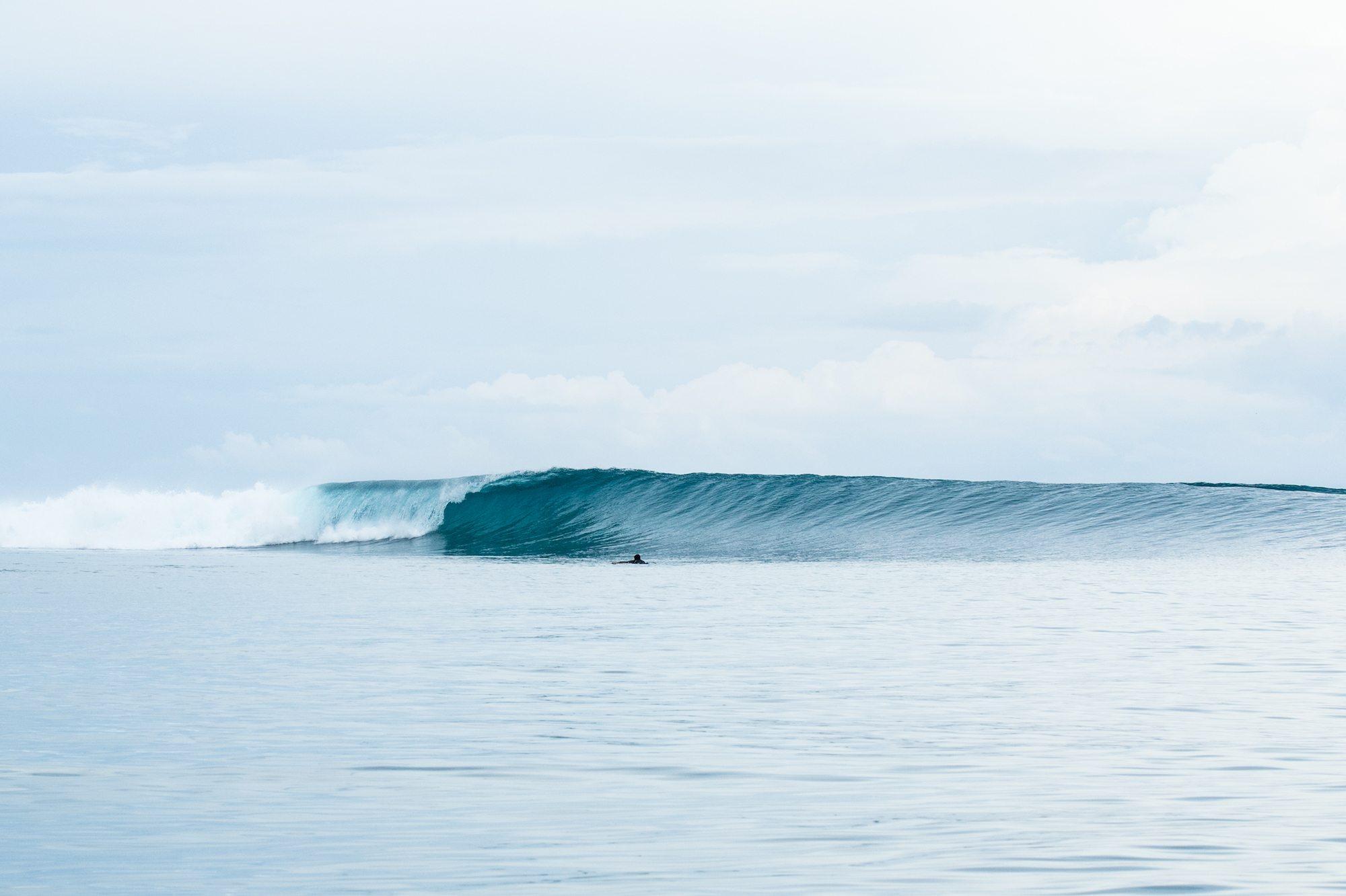 very nice plunging wave, surf banyak