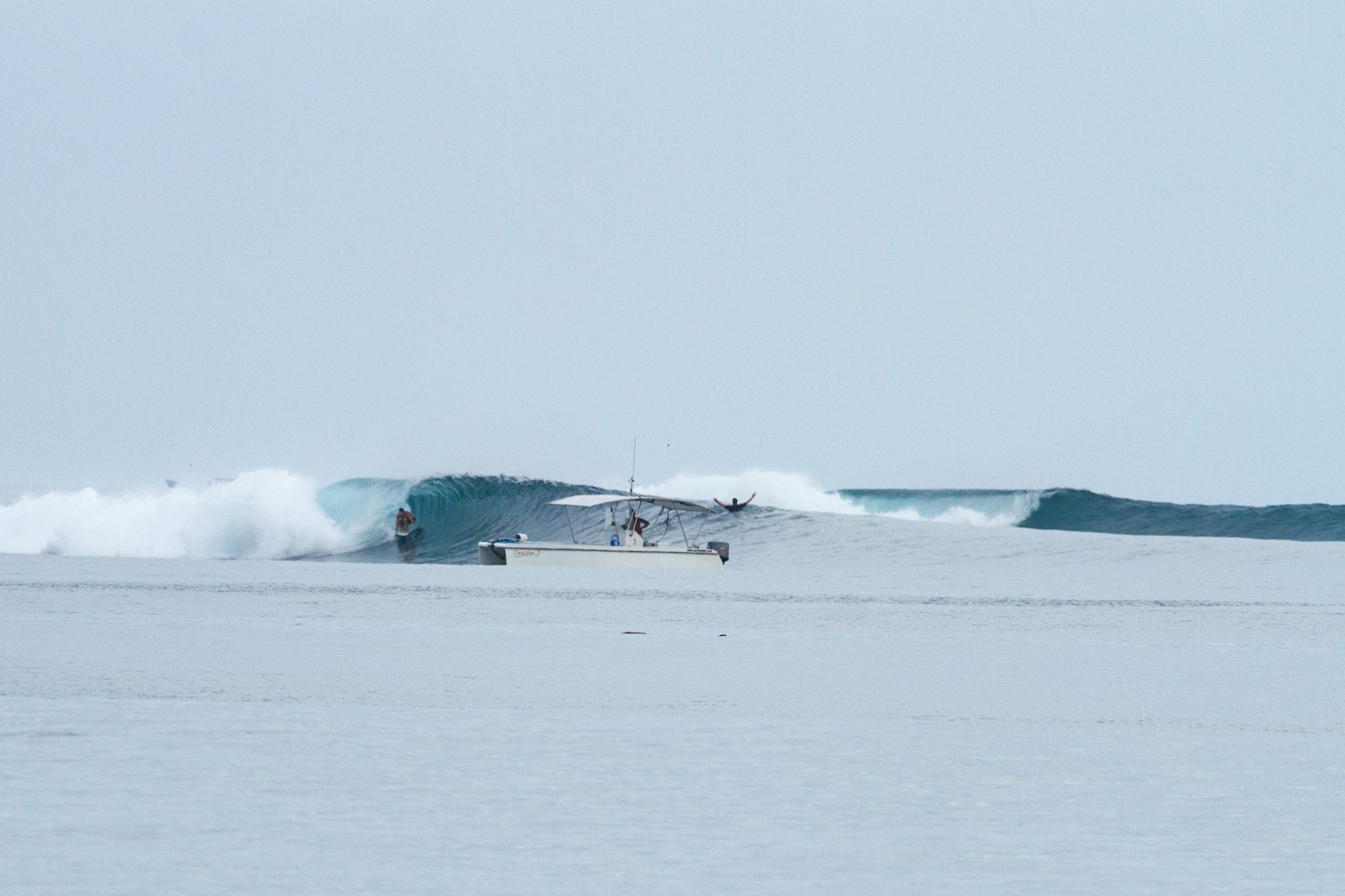 clarets powercat chasing with the waves by surf banyak