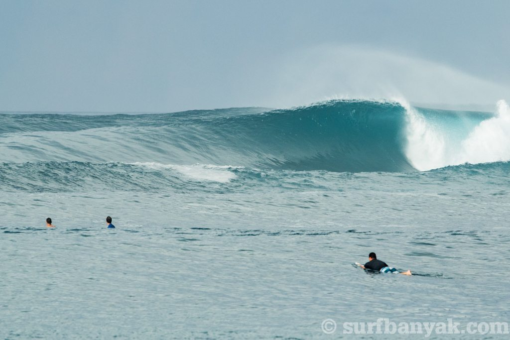 hollow wave, surf banyak