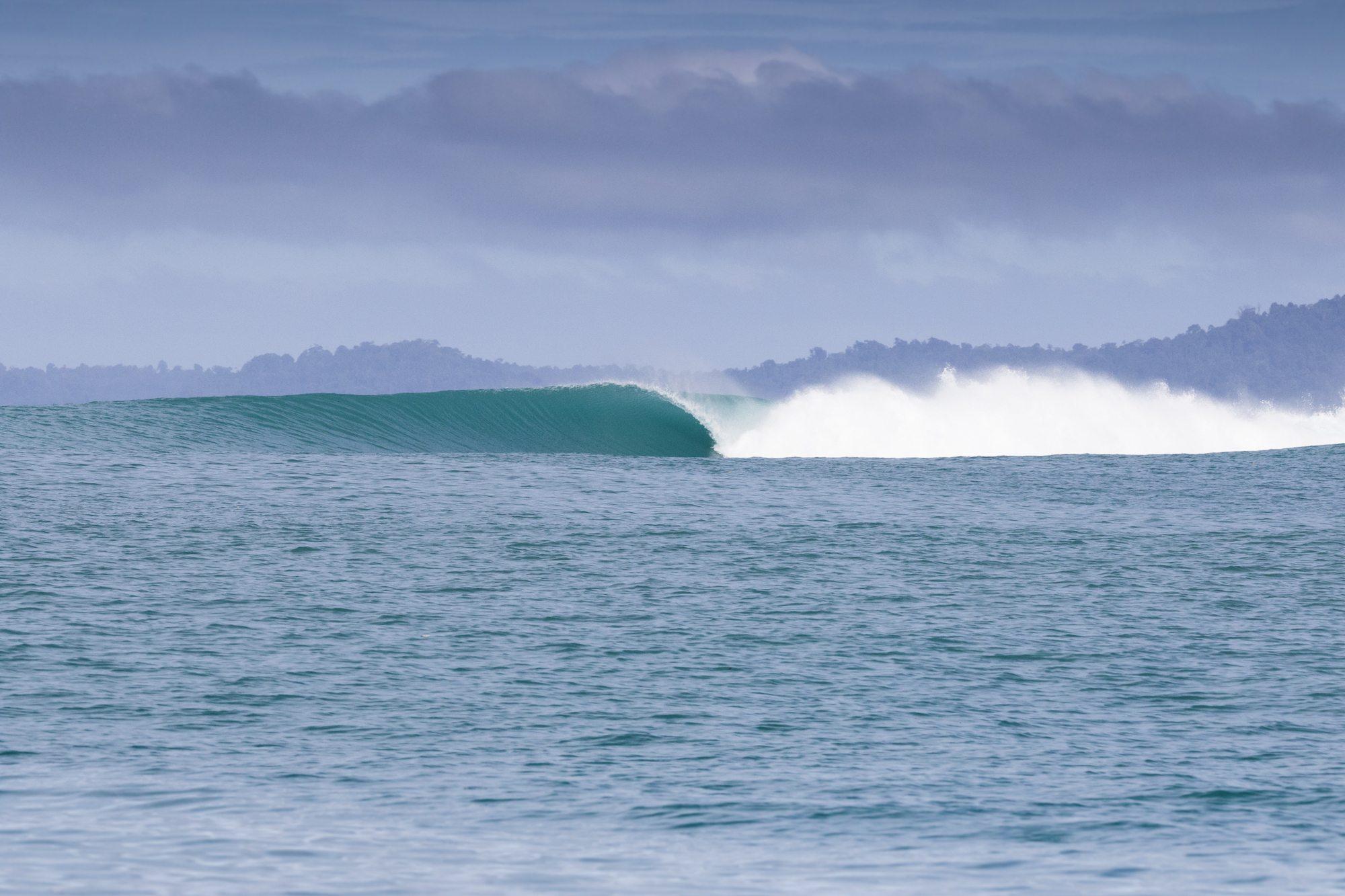 spilling wave, surf banyak