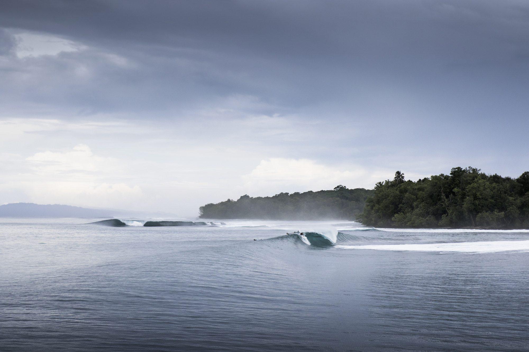surging waves, surf banyak