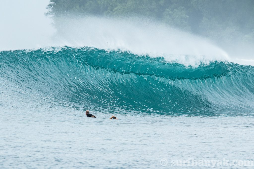 huge plunging wave is coming, surf banyak