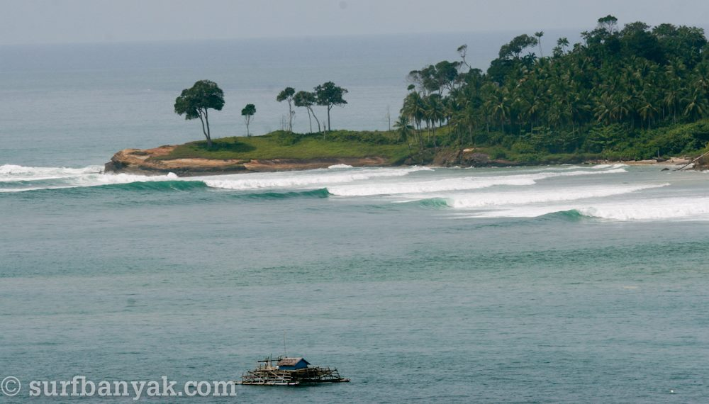 perfect look of surging waves, surf banyak