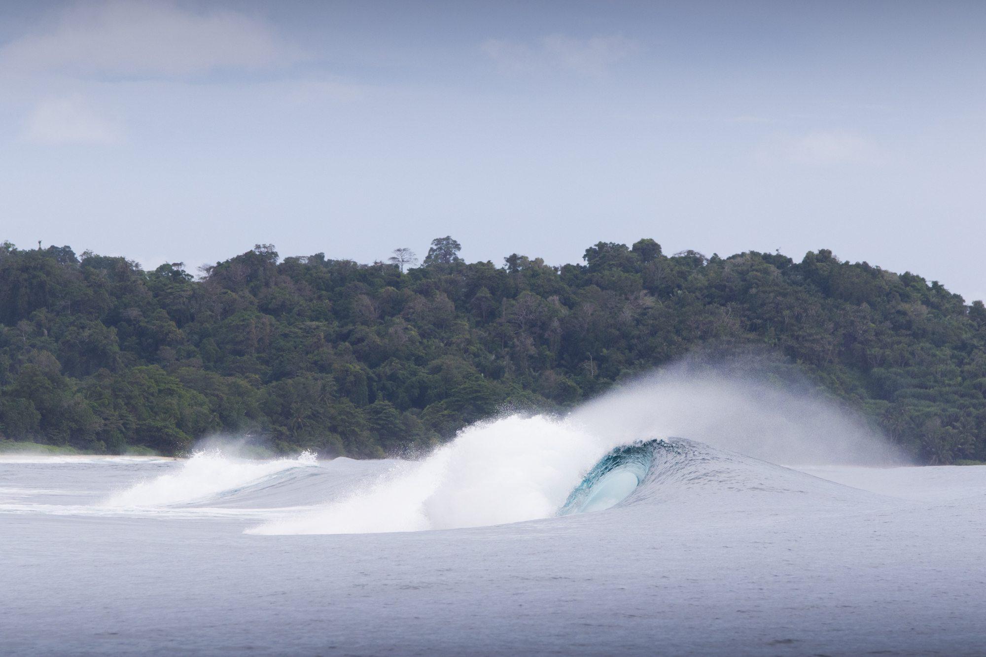 an akaw wave, surf banyak