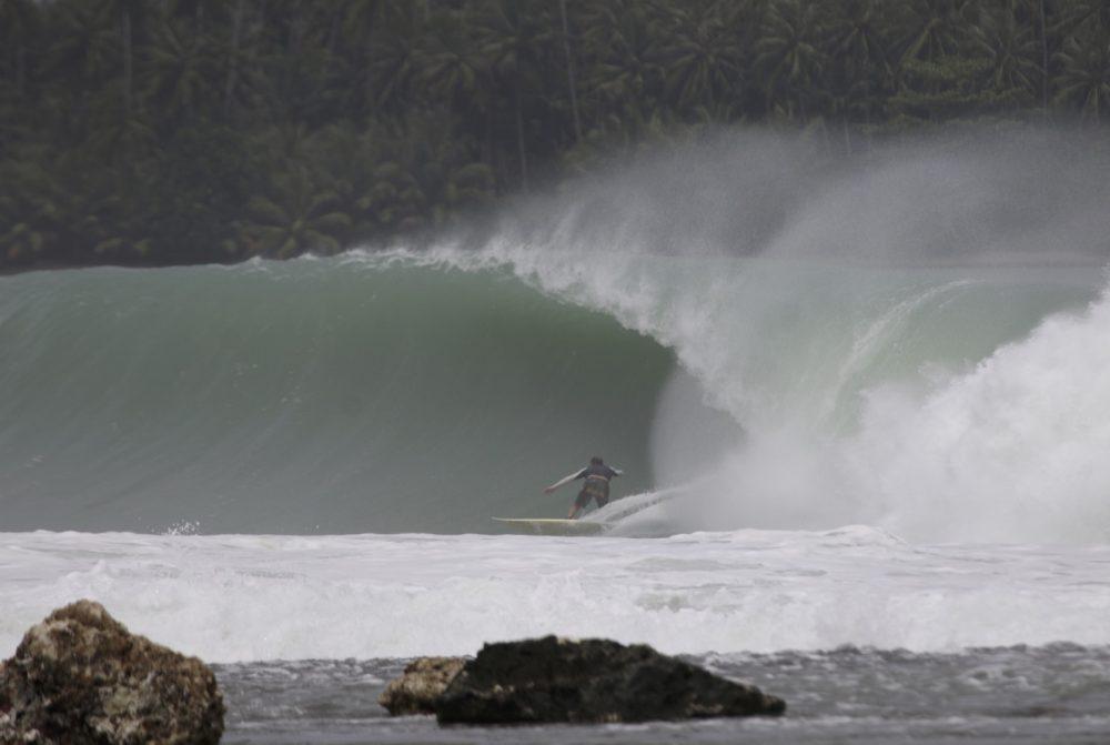 Wave-at-Lagundri_v2